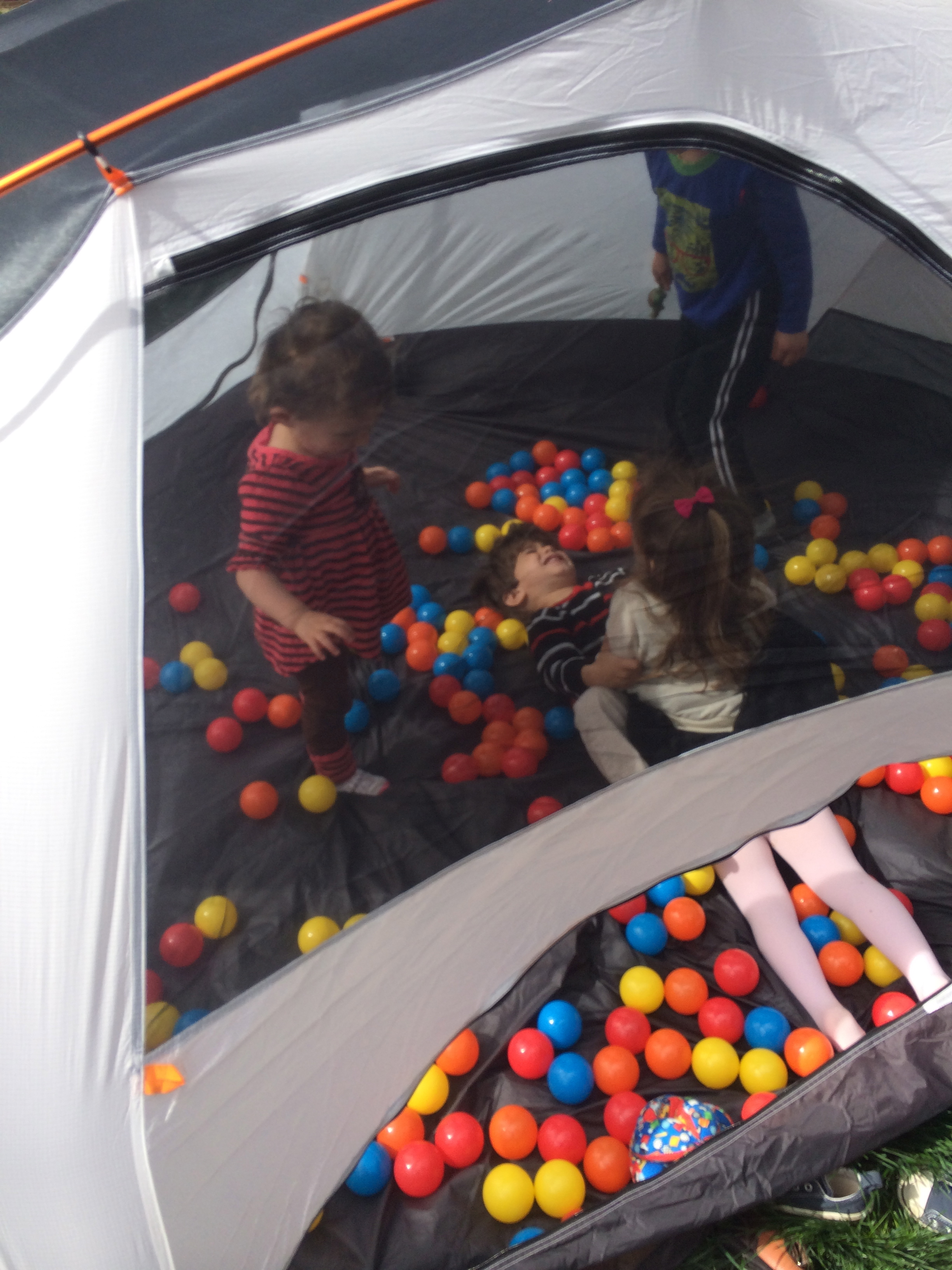 Today S Hint 7 Easy Amp Frugal Diy Ball Pit Ideas Beyond
