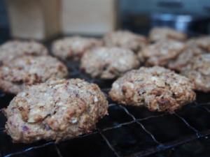 Sugar-free date and oatmeal cookies